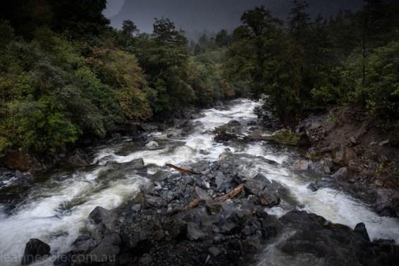 doubtfulsound-weather-waterfalls-newzealand-boat-0580