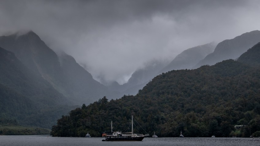 doubtfulsound-weather-waterfalls-newzealand-boat-0585