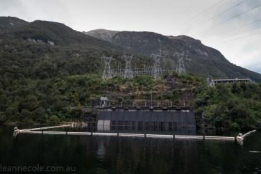 doubtfulsound-weather-waterfalls-newzealand-boat-3099