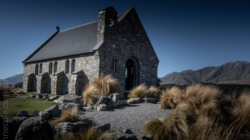 lake-tekapo-church-mountains-newzealand-2252