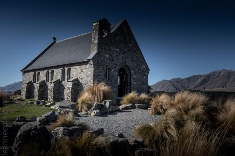 lake-tekapo-church-mountains-newzealand-2252