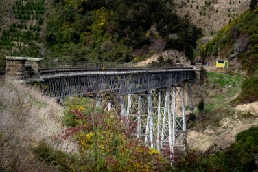 train-taieri-gorge-dunedin-newzealand-1603