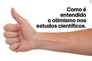 mão com os dedos fazendo o sinal de positivo otimismo nos estudos