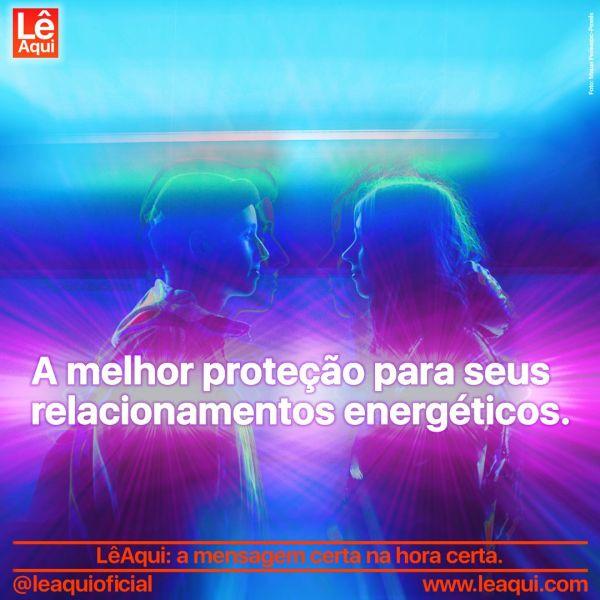"""Rapaz e moça frente a frente, com raios de energia ao redor deles e a inscrição """"A melhor proteção para seus relacionamentos energéticos"""""""