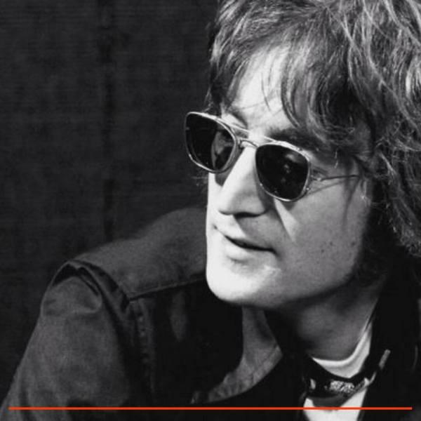 Imagem de John Lennon olhando para o lado, em branco e preto