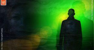 homem saindo do escuro acompanhado de influências do astral inferior