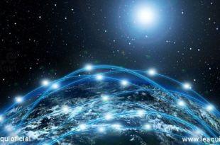 Planeta terra no espaço com várias faixas de luzes envolvendo-o exemplificando Divaldo transição