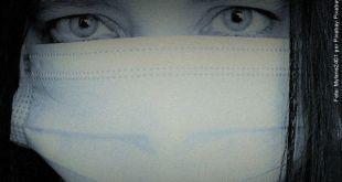 foto em close-up do rosto de uma mulher onde se vê apenas os olhos e uma máscara cirúrgica cobrindo o rosto alerta de Divaldo Franco