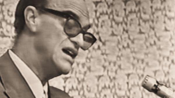 imagem de Chico Xavier falando a um microfone sobre a importância do pensamento