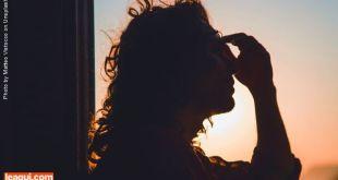 perfil de mulher em contra plano à luz do por do sol Dor da alma