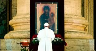 Há um ano, o Papa Francisco pregava na praça vazia