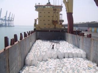 Loading FIBCs onto break bulk cargo ships