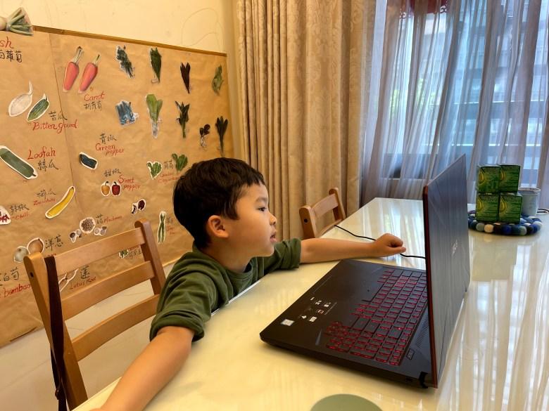 遊戲式學習方式,讓孩子沈浸在課程裡