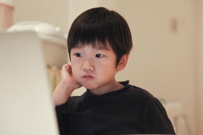 讓孩子慢慢開始使用數位工具來學習