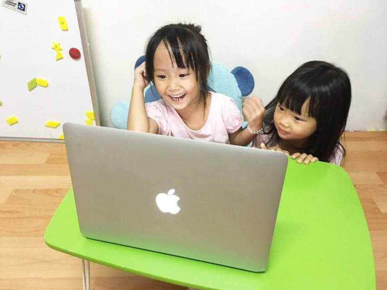 Tanya 與 Sophia 的 OiKID 線上課程初體驗。