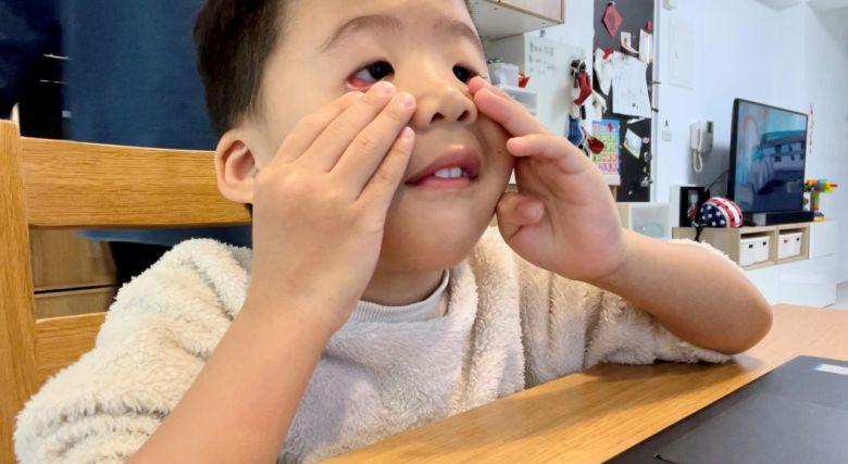 另外一個跟老師的互動小遊戲,和老師一起做 funny face