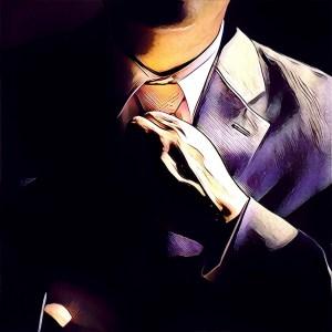 hombre anudando la corbata