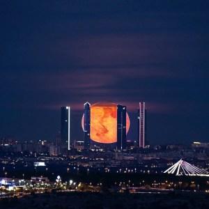 Madrid de noche skyline