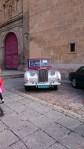 Hochzeitsauto vor der neuen Kathedrale in Salamanca