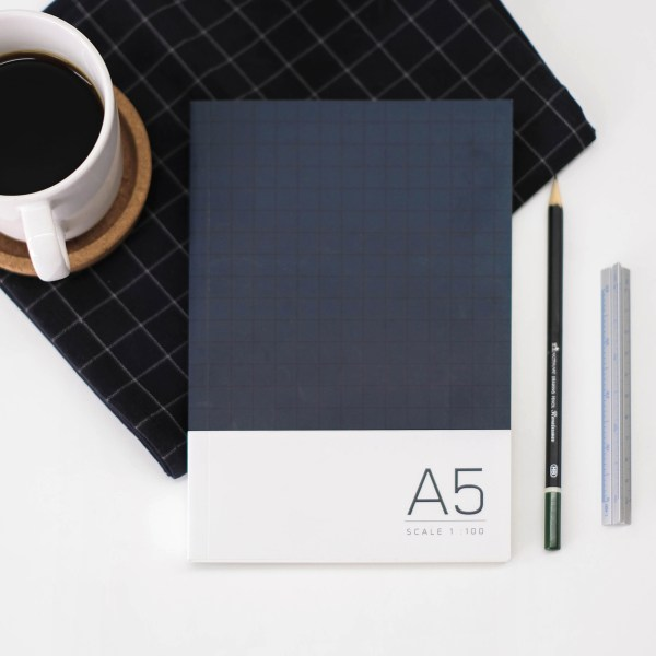 02 Sketchbook A5 Grid -Indigo blue (1)