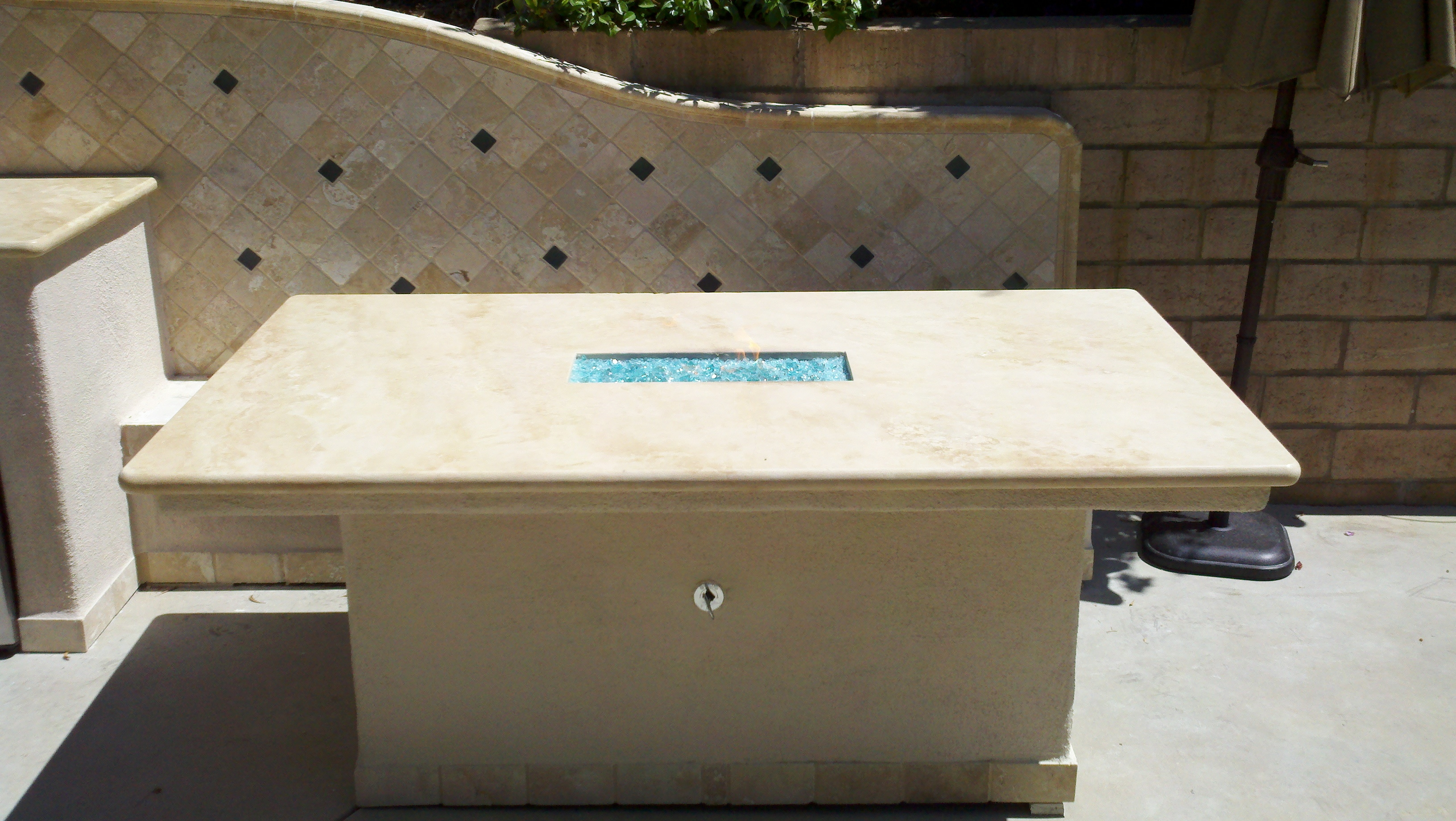10′ Outdoor Kitchen w/ Bench and Fire Table – Leasure Concepts