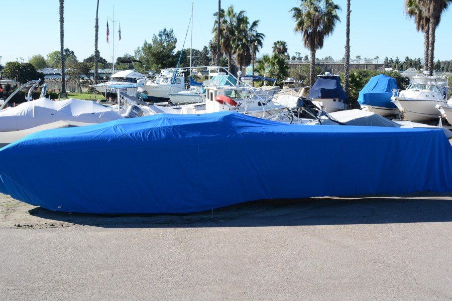Custom taylored boat cover