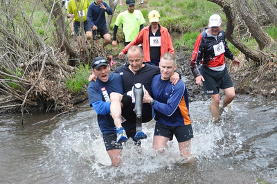 Runner Ray Viscome crosses Splashdown with help from support crew Rich Izzo and Thomas Bookless