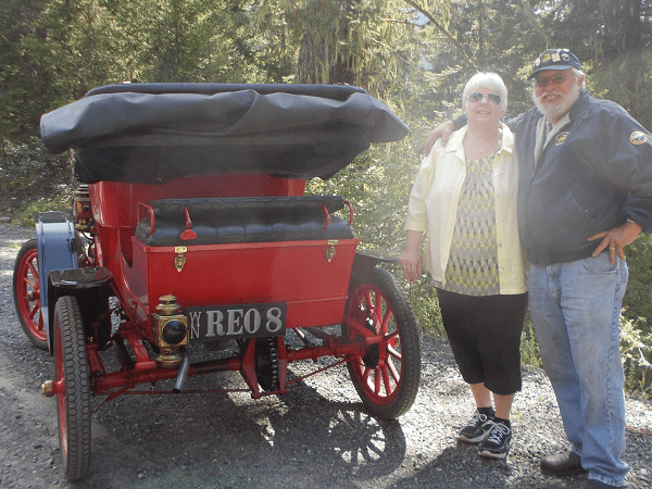 """1908 REO. """"Sorry it took a while until you received the photo. Vicki and I really appreciate the plate you made for me. It made a great surprise Christmas present!"""" -- Vicki & Ray Markely"""