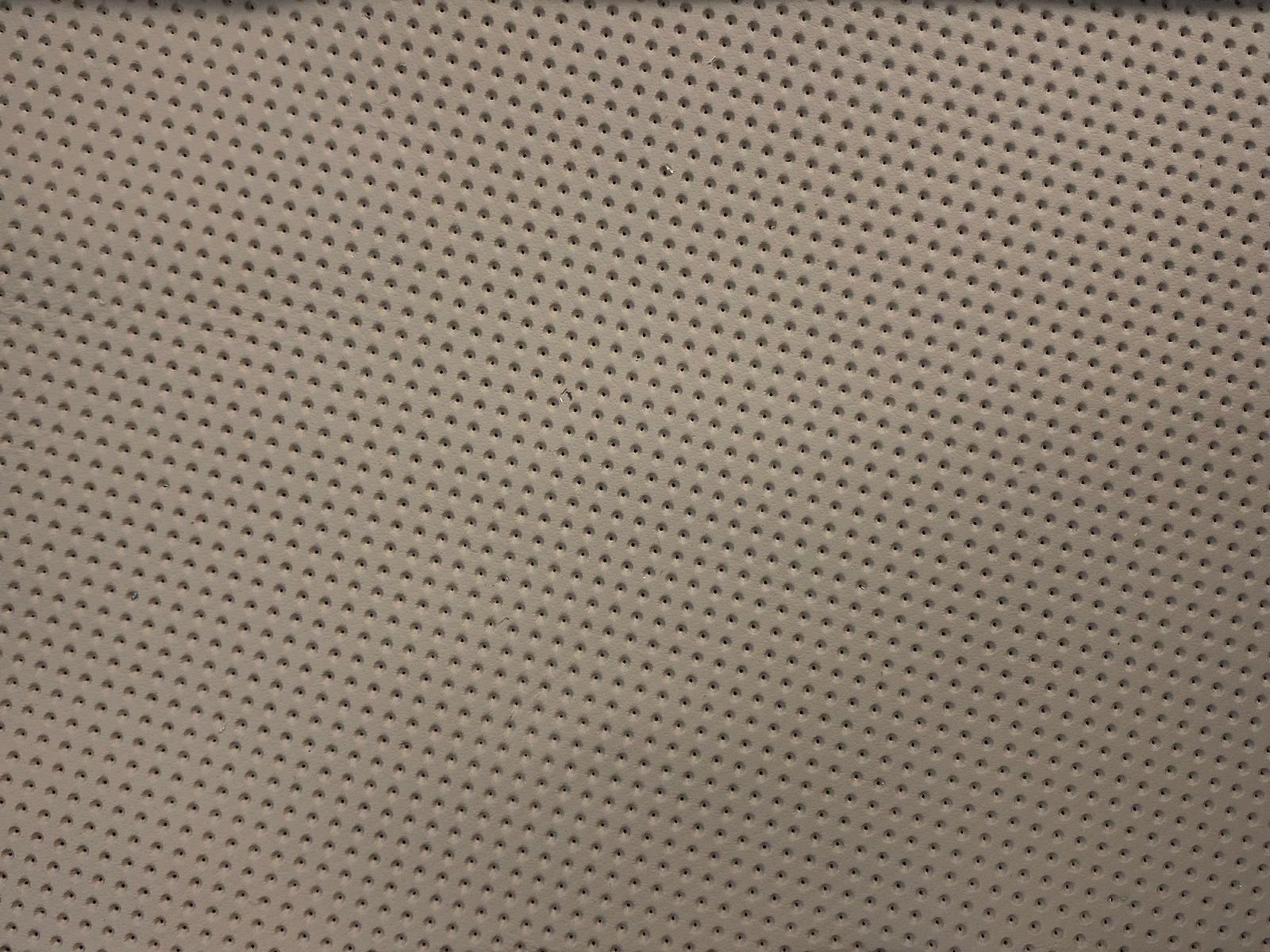 tapiterie perforata volane nisip