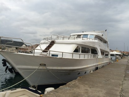 Refugee boat2