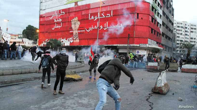 Demonstrators clash with security forces during a protest against the lockdown and worsening economic conditions, in Tripoli, amid the spread of the coronavirus disease (COVID-19), Lebanon January 28, 2021. REUTERS/Omar Ibrahim
