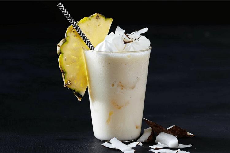 Pina_Colada-Cocktails_Top_5-Le Barman_Vous_Deteste