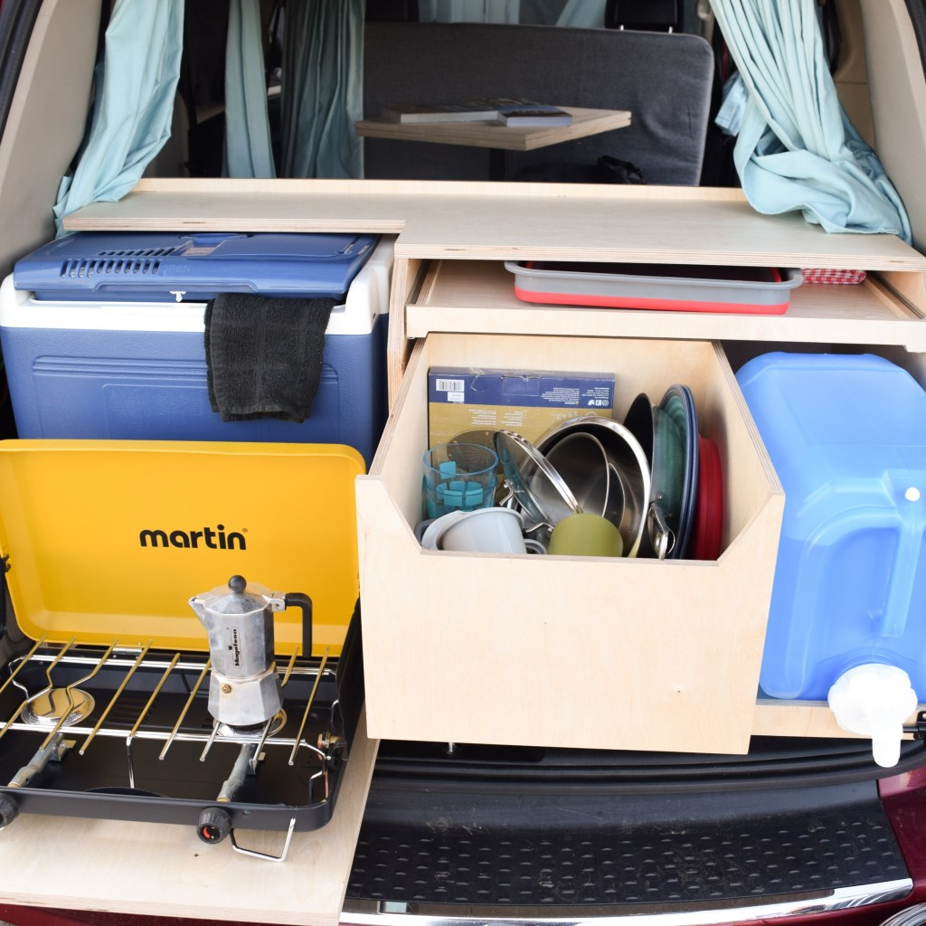 Cuisine d'un kit de conversion dans un van
