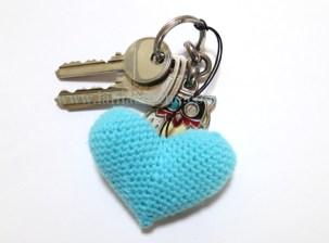 un cœur en porte cle en crochet ou en