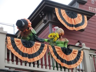 decos-halloween-disneyland-15