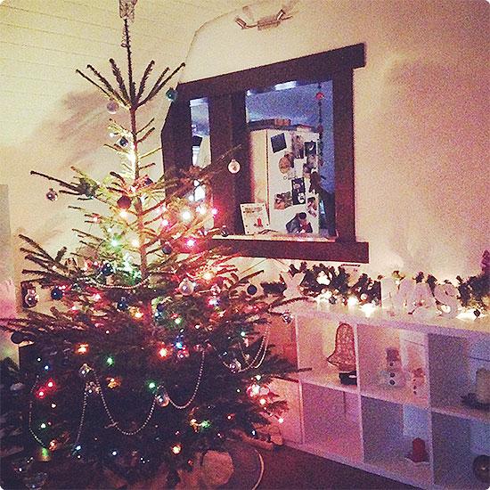 Weihnachtsbaum 2014 - die große Tochter hat ihn geschmückt