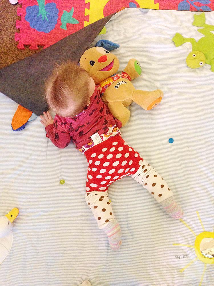 12 von 12 - Januar - Baby auf der Decke
