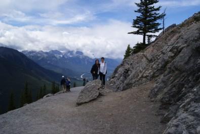 Auf dem Wanderweg, Adriana und Denise, Foto: ©Denise Ott