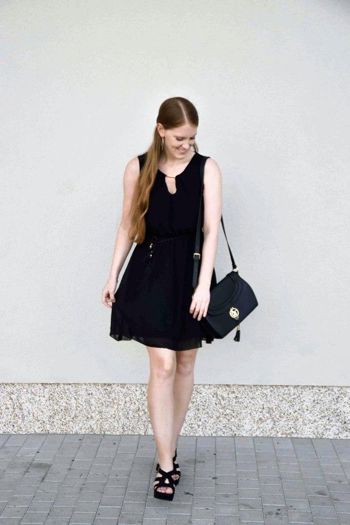 fashion-blogger-outfit-black-dress-kleines-schwarzes-kleid-armani-tasche-bag-wedges-sandalen-kordel-trend-sandaletten-muenchen-deutschland-f1