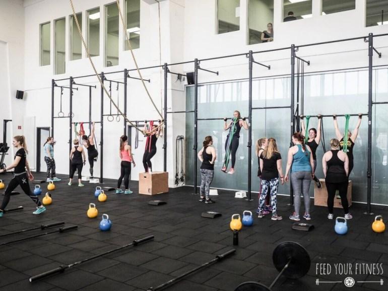 CrossFit Bloggertreffen von FEED YOUR FITNESS Klimmzüge im Team
