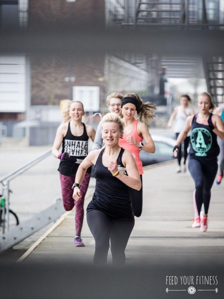 CrossFit Bloggertreffen von FEED YOUR FITNESS_das Team läuft