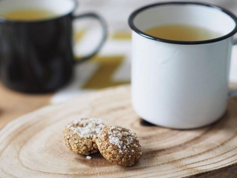 Gesunder Snack: vegane Energyballs Cashew Aprikose Sesam