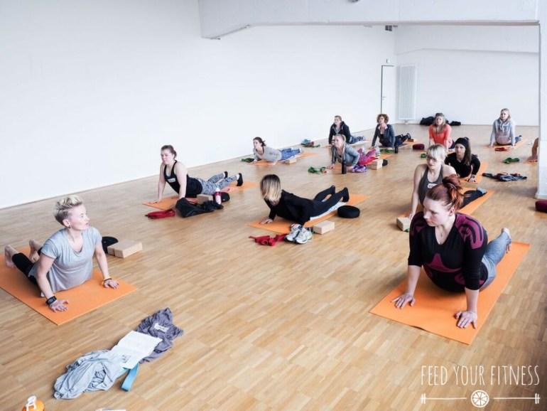 Instagram Bloggertreffen von FEED YOUR FITNESS Yoga Sonnengruß Cobra