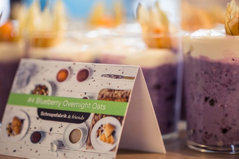 FEED YOUR FITNESS_Frühstück verbindet, Overnightoats mit Blaubeeren (Blueberry Overnight Oats)