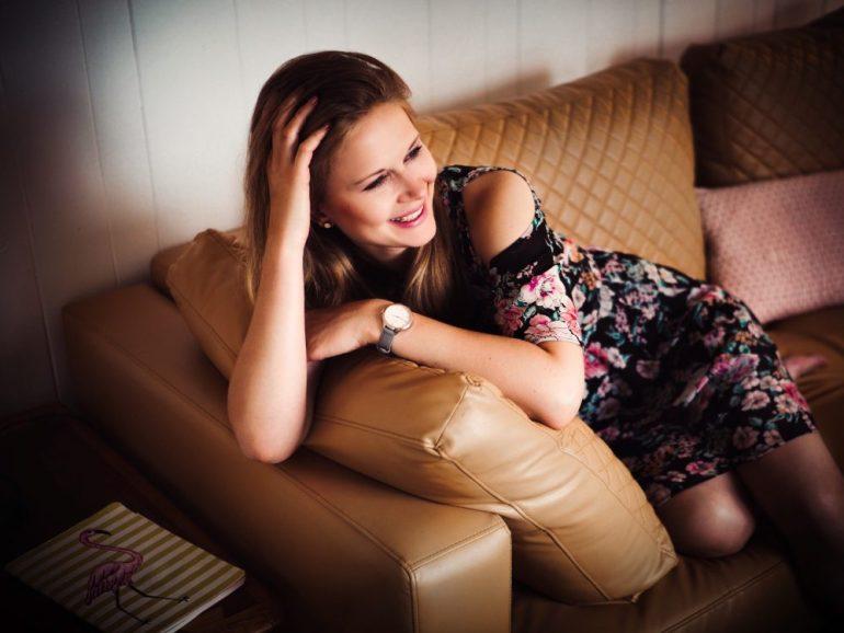 Portrait auf dem Sofa