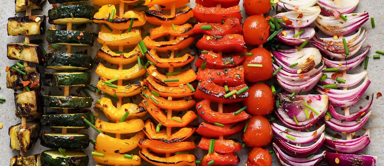 Vegan Grillen: Regenbogen-Gemüse-Spieße_Rezept auf Lebensverliebt.de