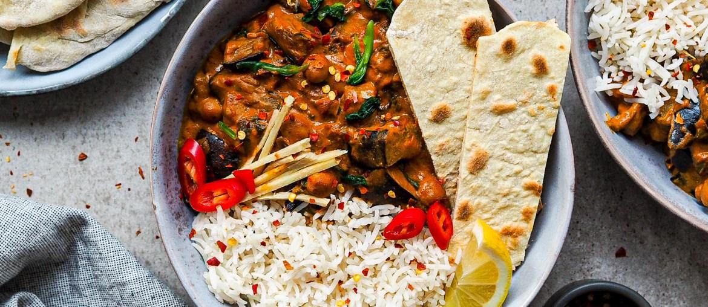 Rezept für veganes Auberginen Curry mit Basmati reis und Naan Brot auf lebensverliebt.de