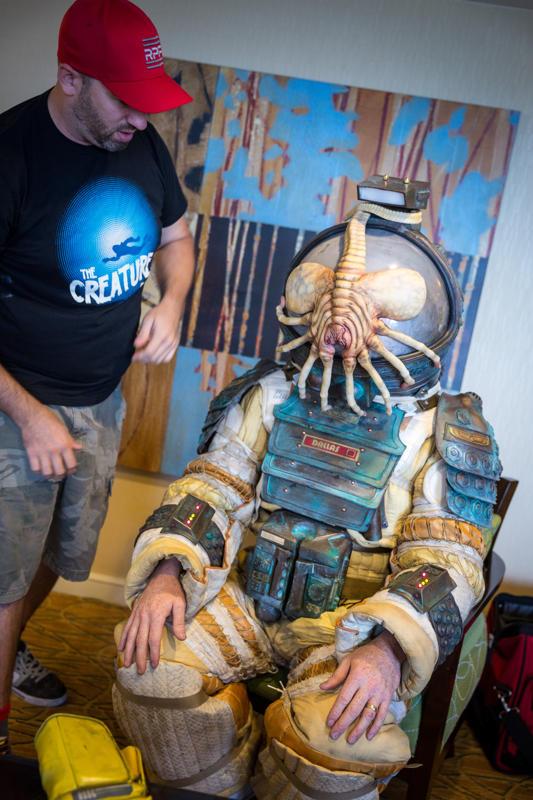 Gruesome. (2014). alien costume II. [jpg]. Retrieved from http://i.imgur.com/PaQRLmM.jpg