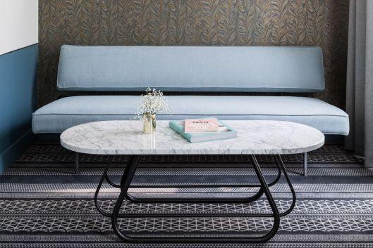 jolie-table-basse-ovale-marbre-hotel-panache