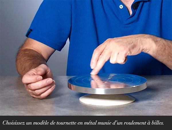 Choisissez un modèle de tournette en métal munie d'un roulement à billes.